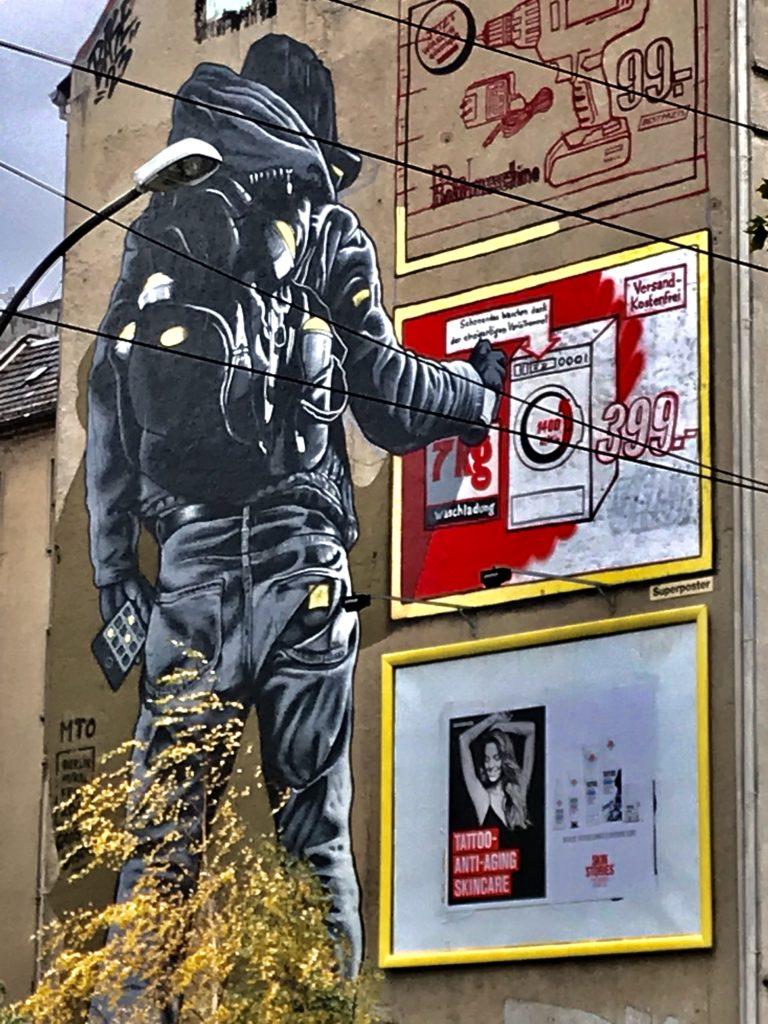 Stort graffiti veggmaleri