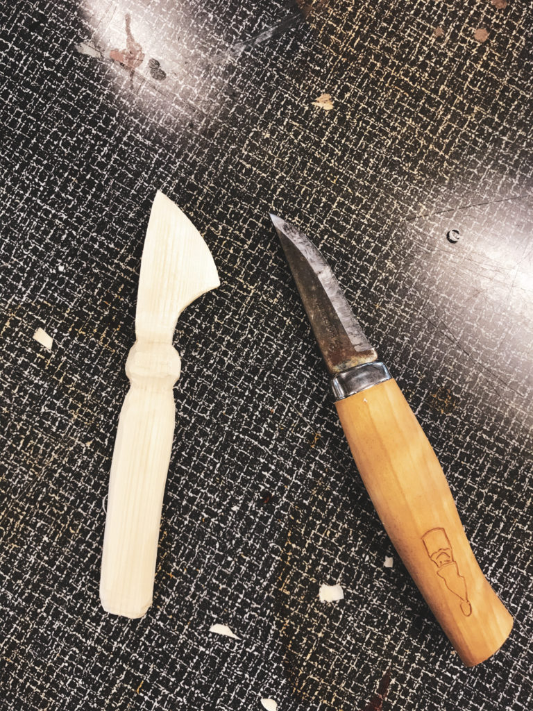 Tools in wood and knife
