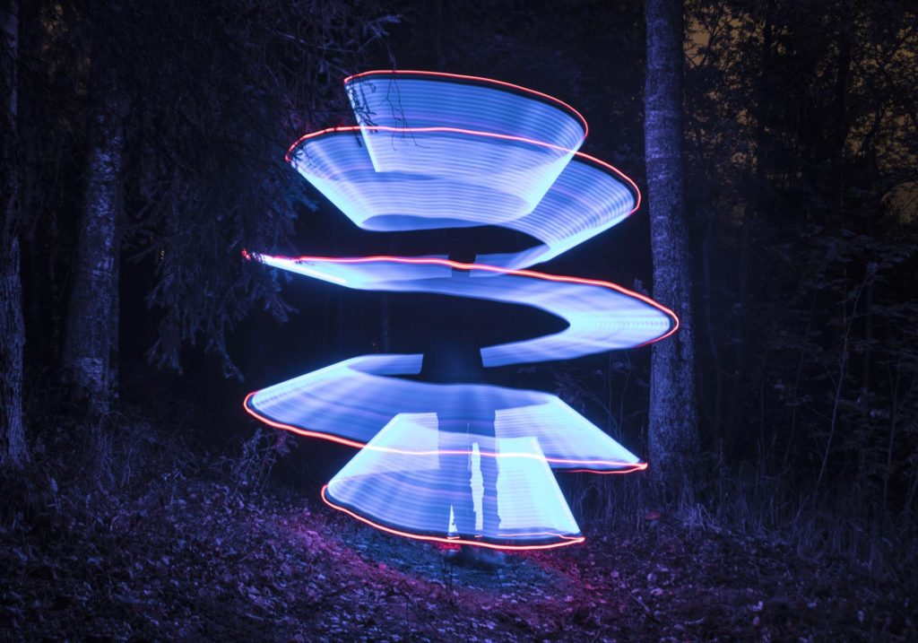 Light painting bilde I skogen