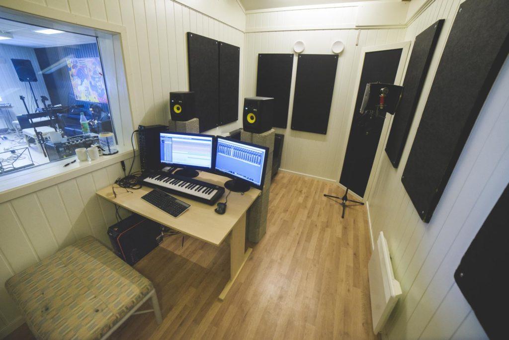 Oversiktsbilde i musikkstudio