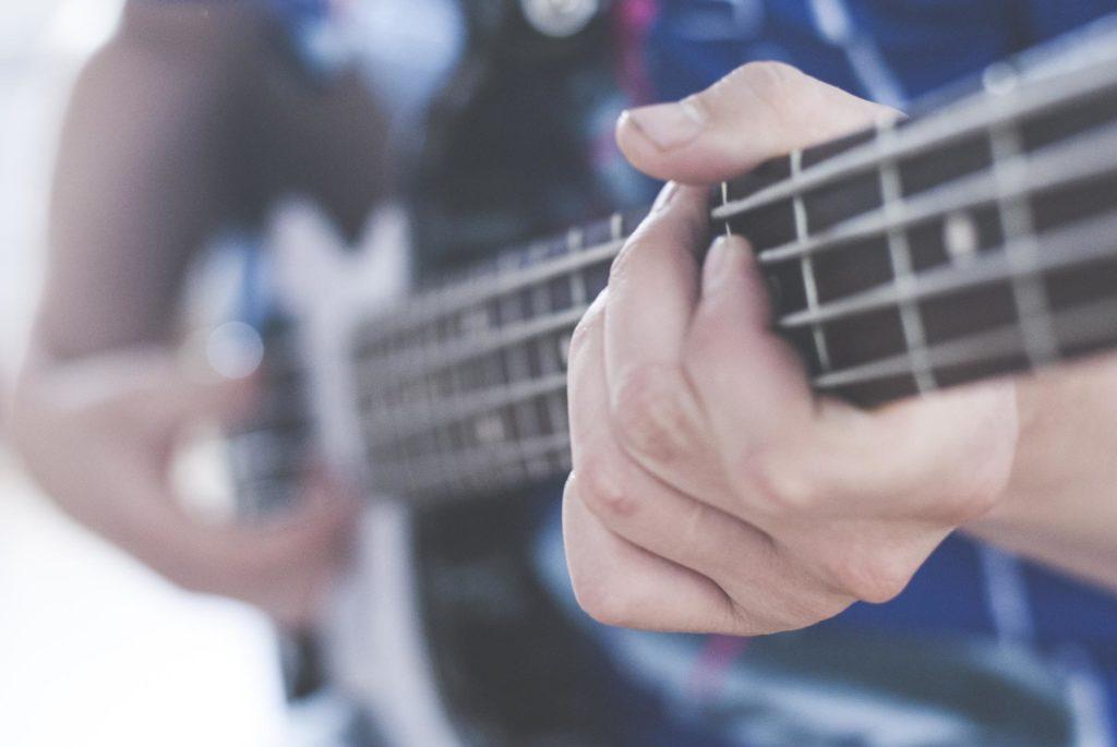 Hender på gitar