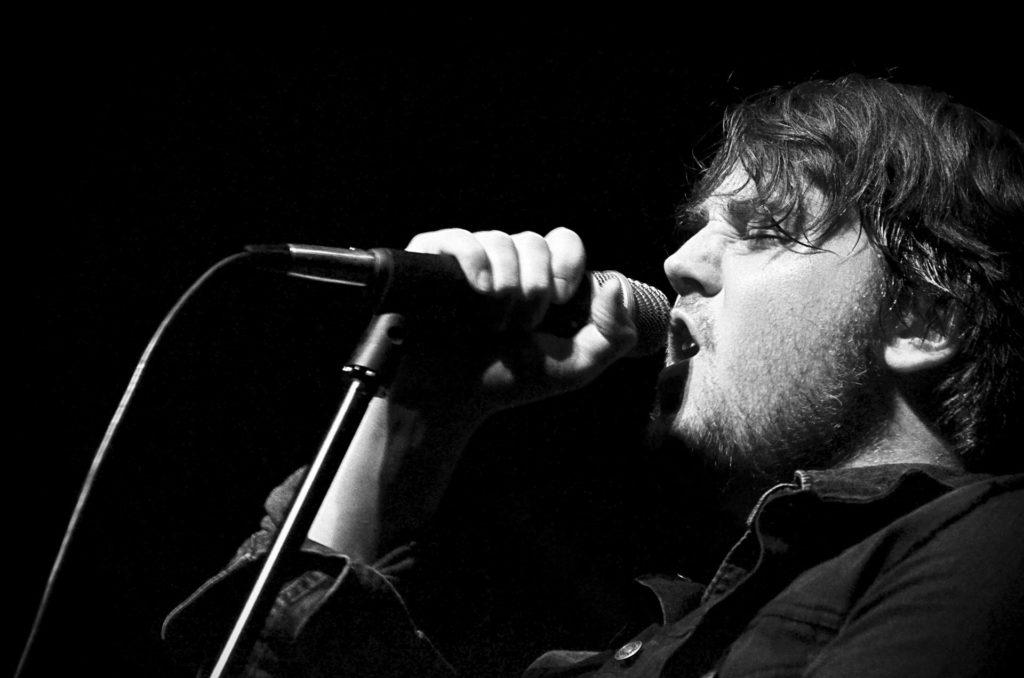 Sanger med mikrofon