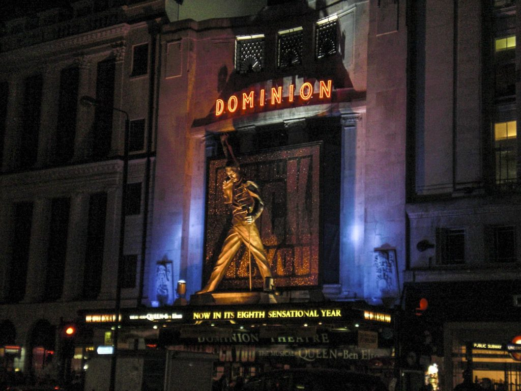 Fasaden på Dominion-teateret i London