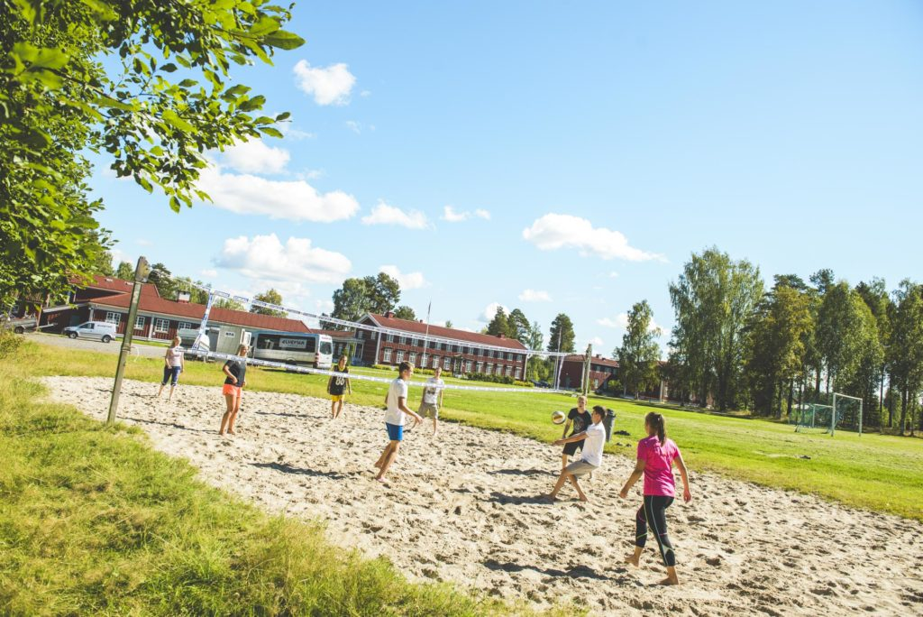 Students at Elverum FHS play volleyball