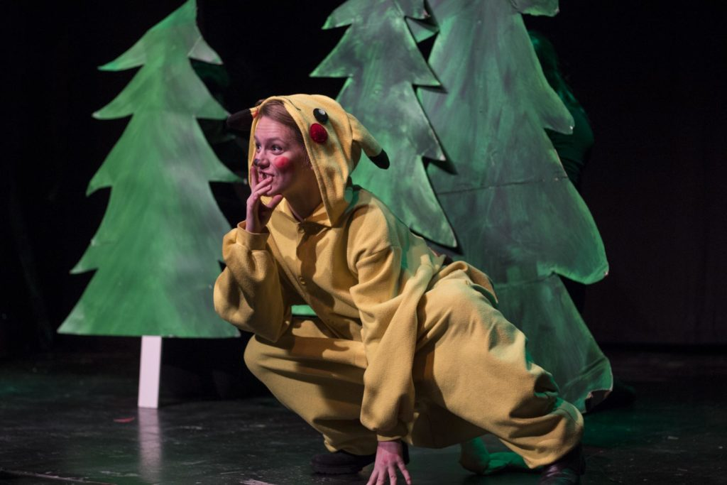 Skuespiller som Pikachu på scenen
