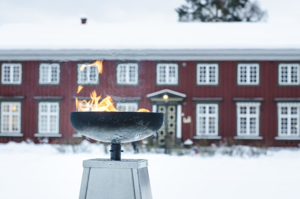 Olympisk ild foran Elverum folkehøgskule