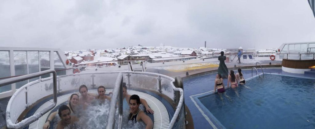 Young people bathe on the Hurtigruten