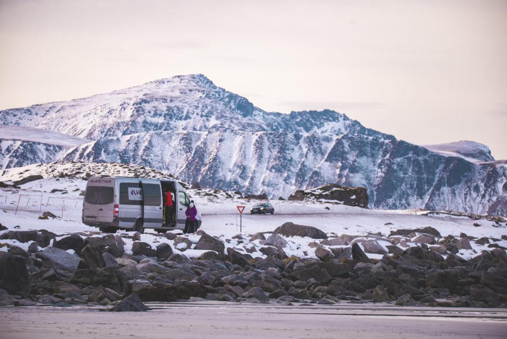Minibuss fra Elverum folkehøgskole i Lofoten