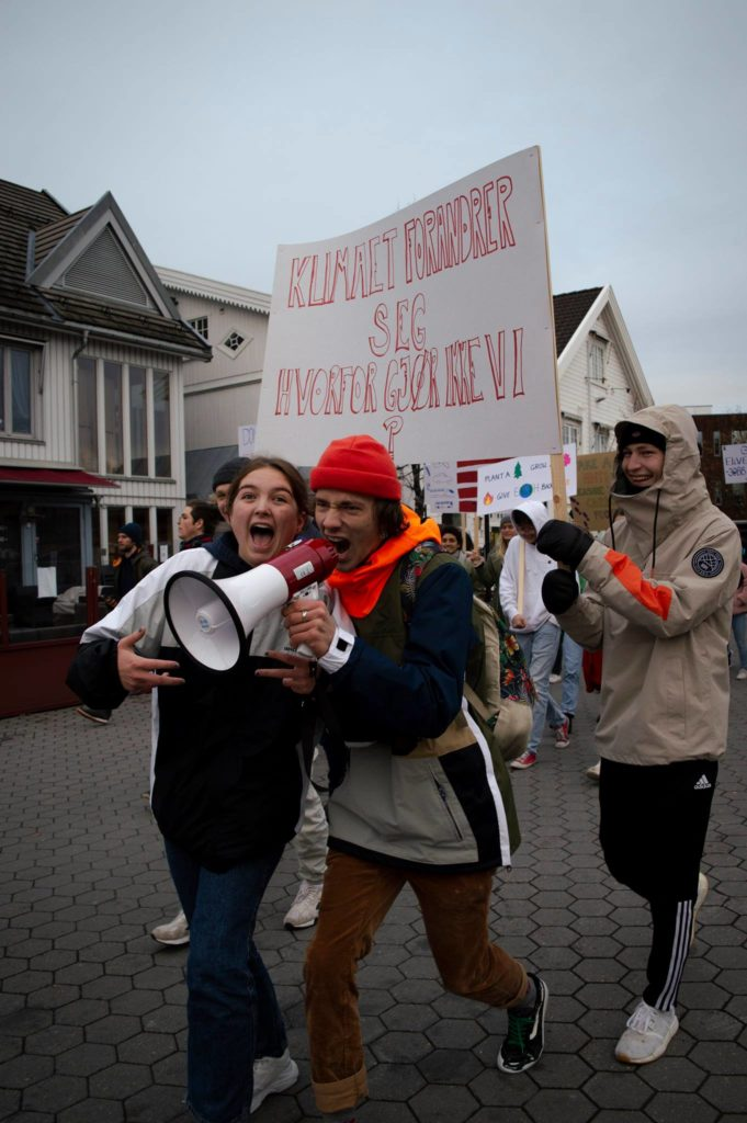 Elever fra Elverum folkehøgskole går klimamarsj