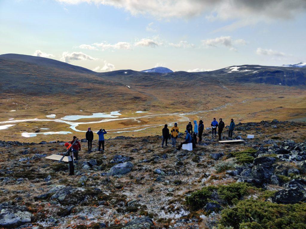 Unge mennesker på fjelltur